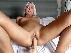 Web cam session Fake penis tart's and jizz Helena Moeller