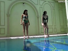 Diana Rius and Sheril Stockings warm lesbos underwater