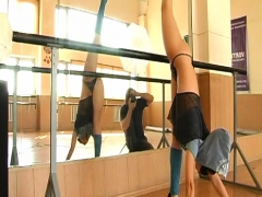 Jaw-dropping chick gymnast in mask
